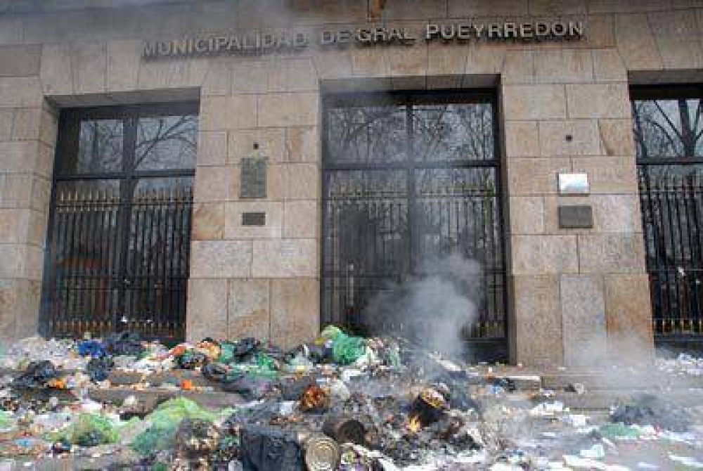 Camioneros paró la recolección de residuos durante la jornada de ayer