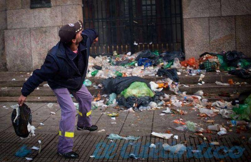 Caótica mañana sin recolección de residuos y con un Municipio rodeado de basura