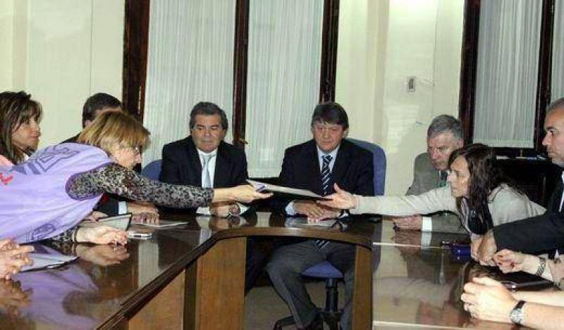 Empleados judiciales esperan hoy una propuesta del TSJ que termine el conflicto