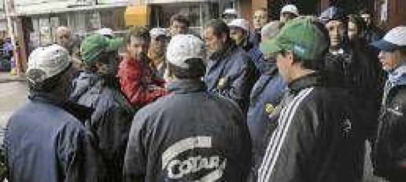 Vuelve la tensi�n por la disputa en el gremio de trabajadores l�cteos