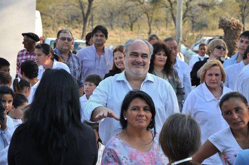 El Gobernador inauguró refacciones en una escuela, electrificación rural y asfalto en la localidad de Sauce