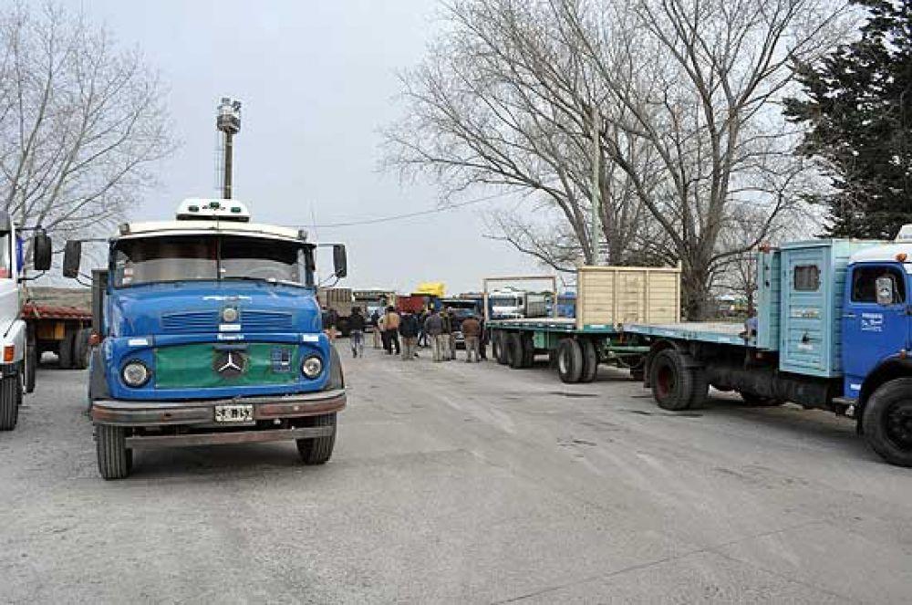 Camioneros levantaron el bloqueo tras llegar a un acuerdo