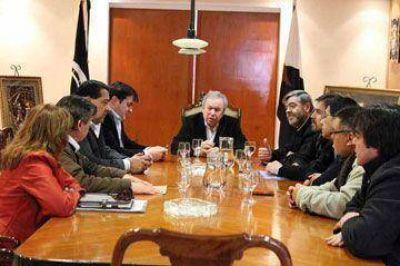 Peralta recibió a intendentes y analizó el panorama electoral