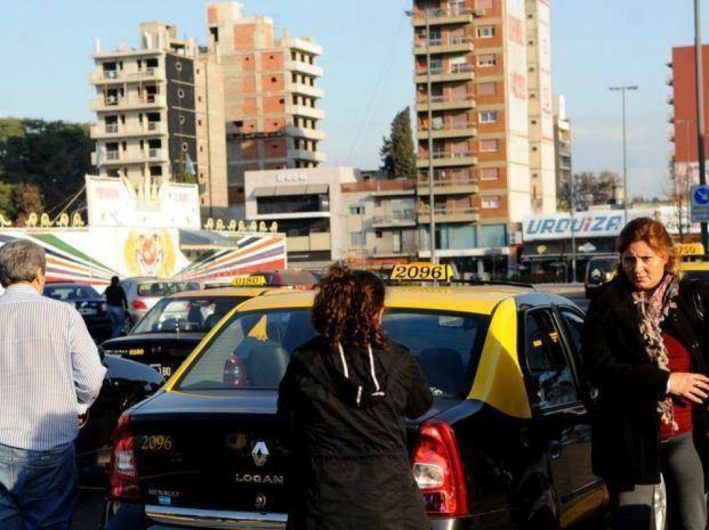 Taxistas van por un aumento de tarifa pese a la luz roja del municipio