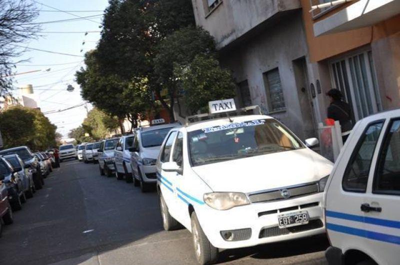 Taxistas vuelven a reclamar por aumento de tarifa
