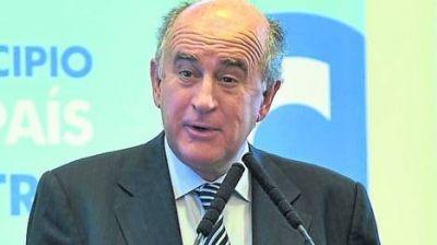 Denuncian a Parrilli por el avi�n que llev� a Cristina a Seychelles