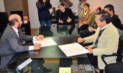 El gobernador Insfran acordó la creación de las licenciaturas en Matemáticas y Agronegocios