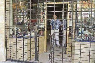 Dos comisiones policiales buscan en Tucumán a los asaltantes de la joyería y no descartan detenciones