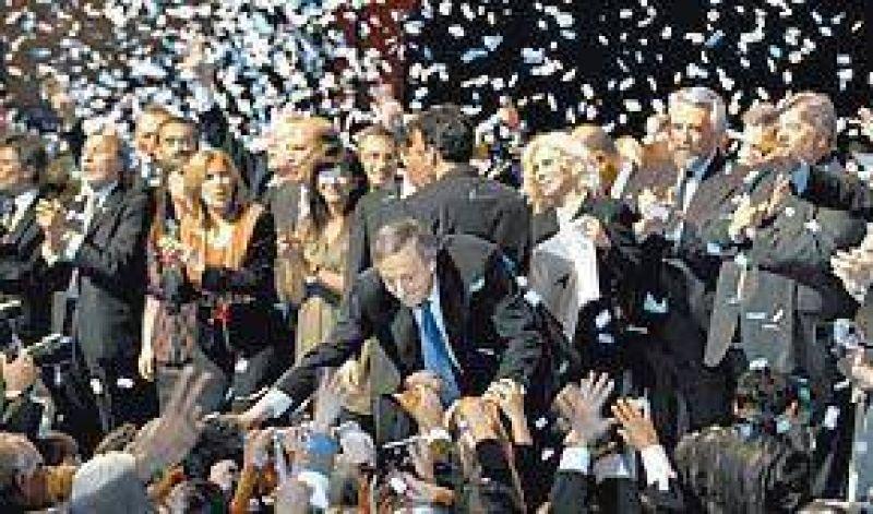 """Kirchner: """"Algunos quieren entrar por la puerta de atrás"""""""