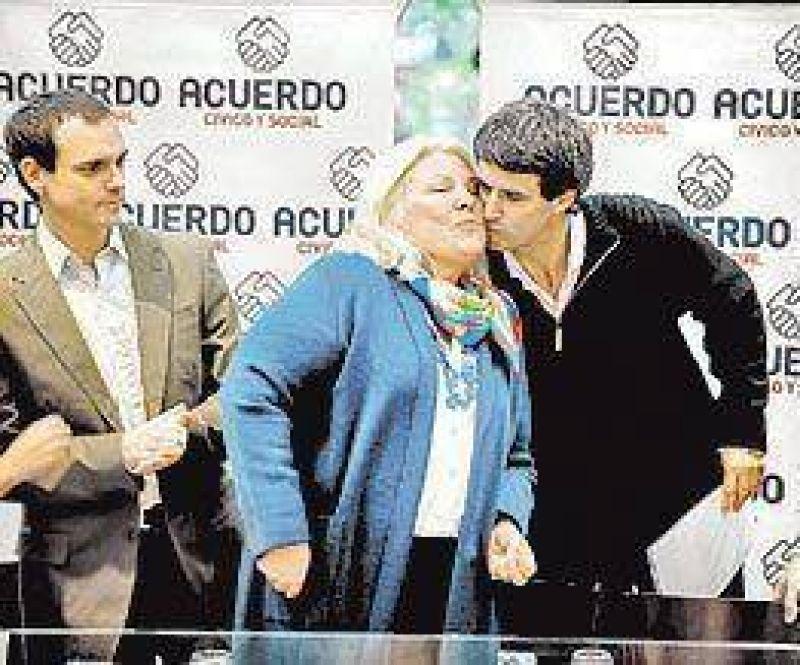 Capital: Carrió presentó su lista para la Legislatura