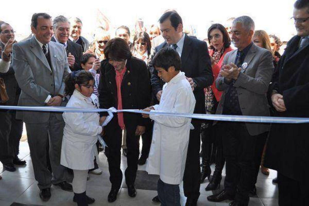Zamora inauguró una escuela especial en La Banda
