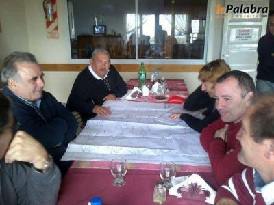 Garcés y Viñales recorrieron obras de agua potable en Los Pocitos y Bahía San Blas