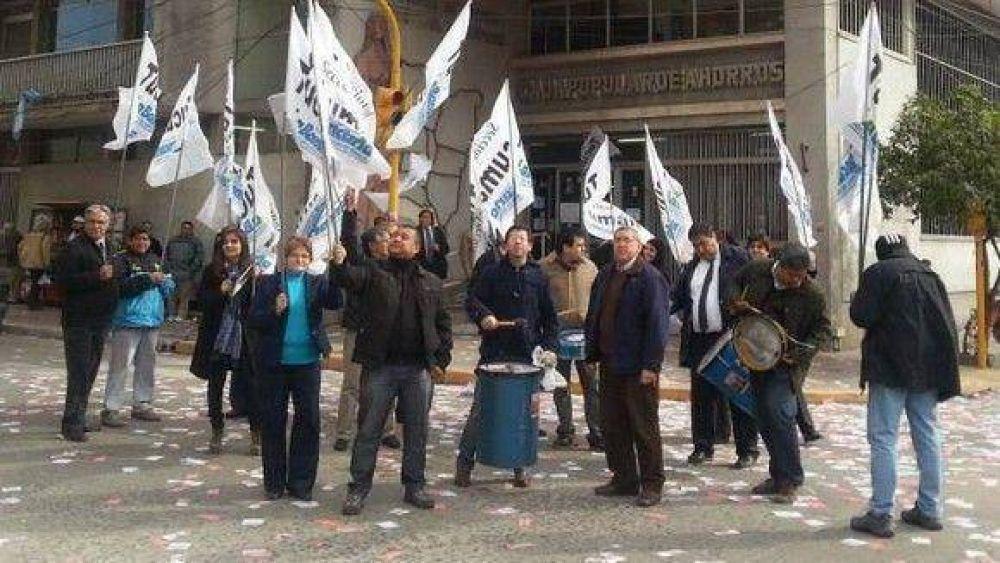 Protesta en la Sucursal Concepción de la Caja debido a dos traslados
