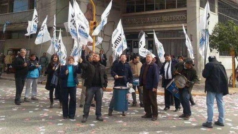 Protesta en la Sucursal Concepci�n de la Caja debido a dos traslados