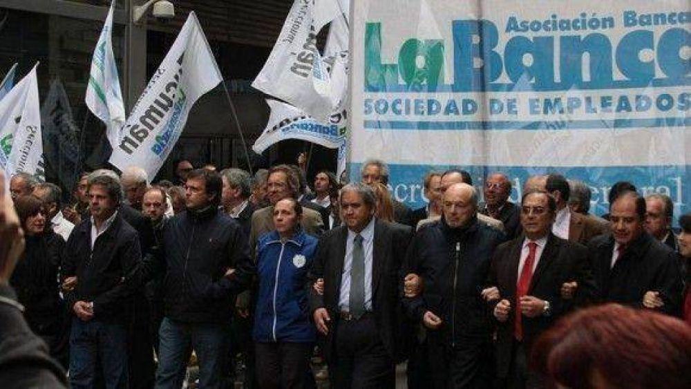 Marcha bancaria al Congreso por los despidos en la Caja