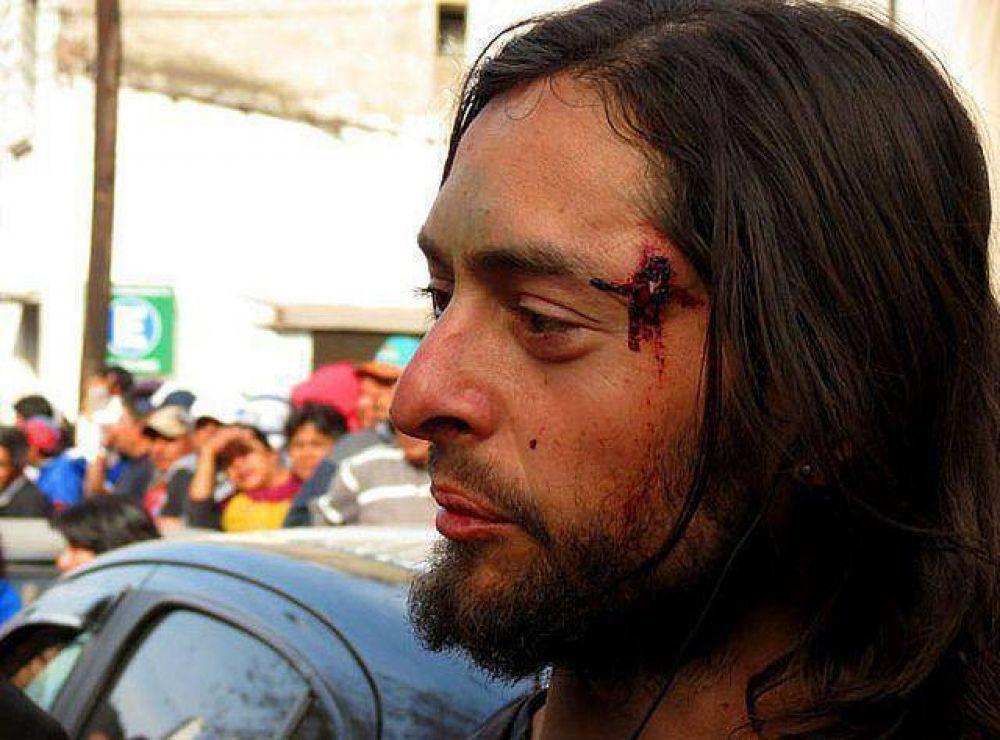 Graves incidentes en oficinas de Rentas de Jujuy: detuvieron a un centenar de manifestantes y hubo treinta heridos