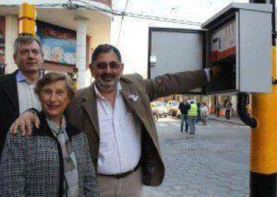 En intersección de calles Lavalle y Alvear: habilitaron nuevos semáforos