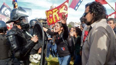 Divisiones en el kirchnerismo por los incidentes en Neuquén: La Cámpora cuestionó a la policía