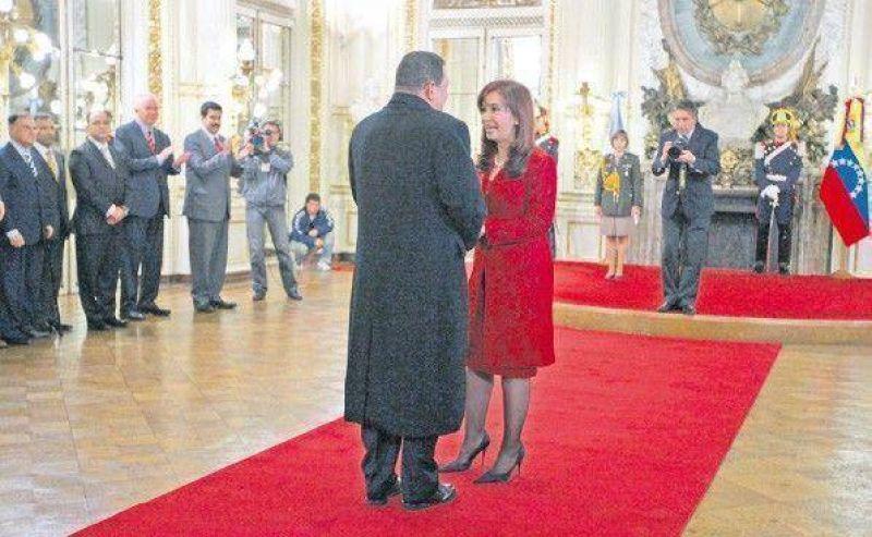 Fuerte gesto de Chávez en plena campaña electoral