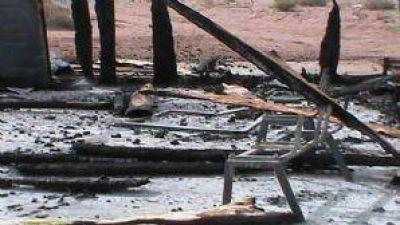 Grave denuncia en Neuquén: Mapuches acusan que les incendiaron una casa comunitaria