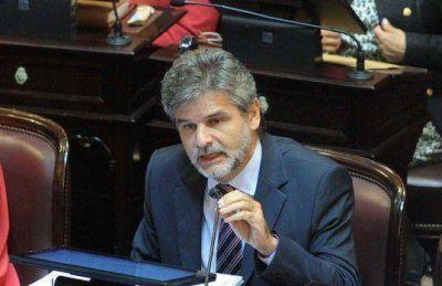 """Filmus: """"Deberíamos votar afirmativamente desafuero"""" de Menem"""