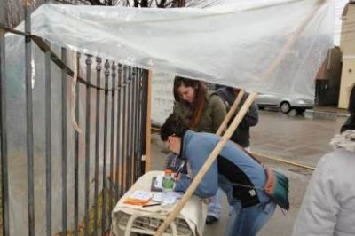 Recolectaron firmas para una ley contra la mega minería en Chubut