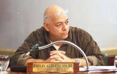 """Lomas de Zamora: Beto Solas: """"El Decano de Sociales esconde al Frente para la Victoria"""""""