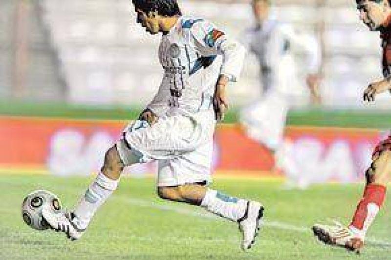 En un partidazo a puro gol, Godoy Cruz fue más eficaz