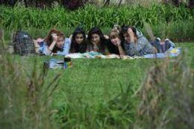 Los adolescentes tienen información sobre sexualidad, pero aún recaen en mitos y errores