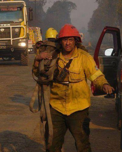 Intensa lucha contra el fuego en suburbios de San Salvador de Jujuy