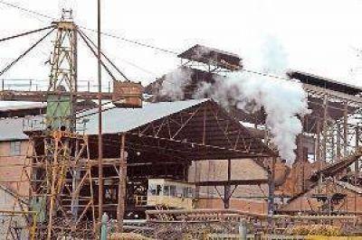 Clausuran destilería del ingenio San Juan por arrojar vinaza a la cuenca Salí-Dulce
