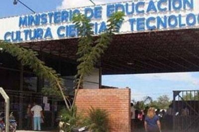 Los No Docentes se reunieron con Capitanich y Muñoz Femenía, pero siguen de paro