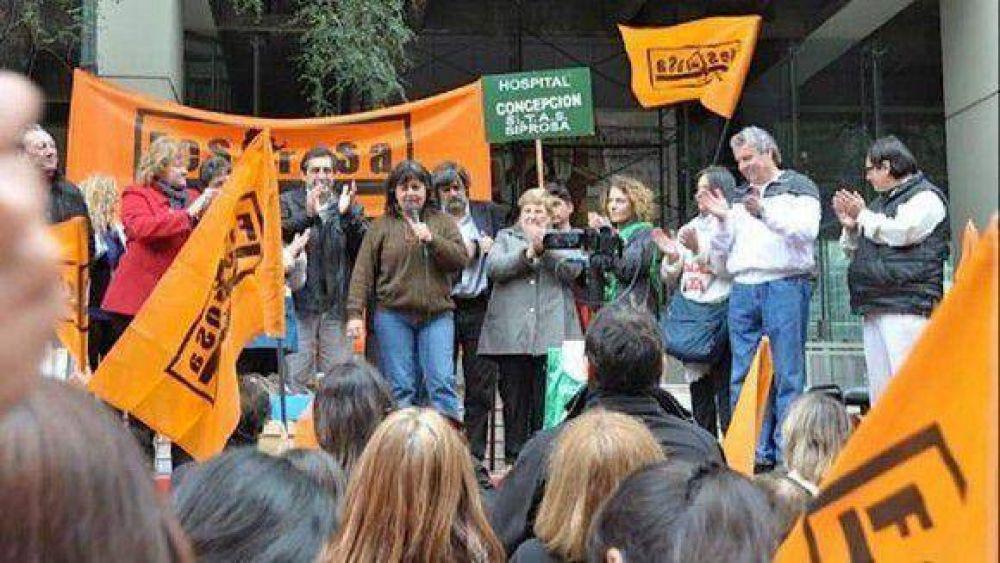 Trabajadores del SITAS marcharon al Congreso por el 82% móvil para Salud