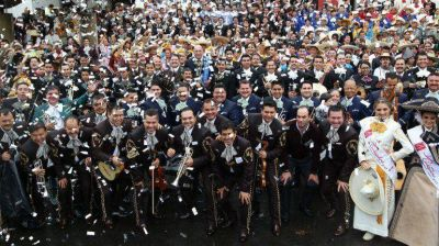 700 mariachis tocando al unísono rompieron récord Guinness