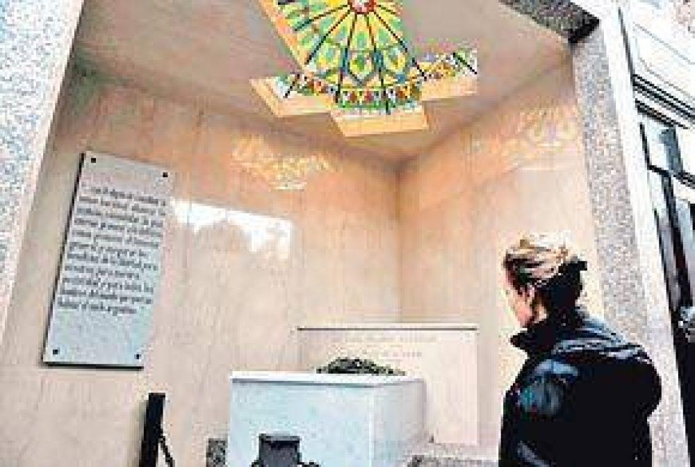 Raúl Alfonsín ahora descansa en un mausoleo propio, en la Recoleta
