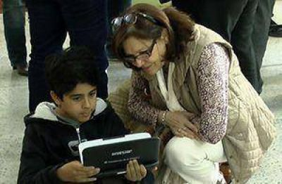 """Entregaron más netbooks en escuelas. """"Esto es alfabetización"""", dijo Asa"""