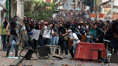 El Gobierno colombiano y los campesinos acordaron levantar los cortes de carreteras