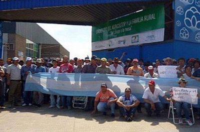 La protesta de productores deriv� en serios disturbios en Ferichaco