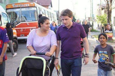 San Fernando: Campbell entregó un nebulizador a una beba de la localidad de Virreyes