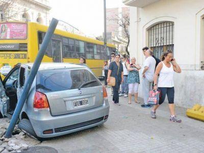 Desde junio se labraron 24 mil multas en Rosario por cruzar sem�foros en rojo