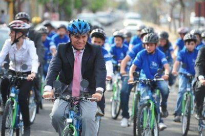 Los chicos de la Escuela Misiones ya disfrutan de sus bicicletas