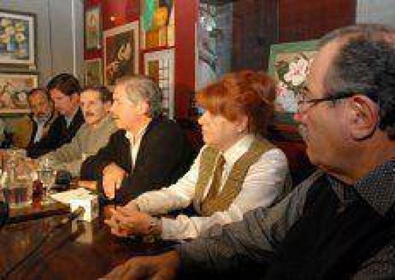 """Para Solá, Scioli """"habla de publicidad"""" y no de """"hechos concretos"""" para la provincia"""