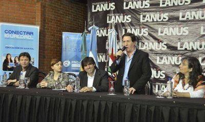 Lanús: Diego Bossio y Darío Díaz Pérez entregaron netbooks, créditos para viviendas y Tarjetas Argenta