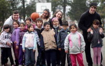 Candidatos del FpV en jornada del Programa �Argentina Nuestra Cancha�