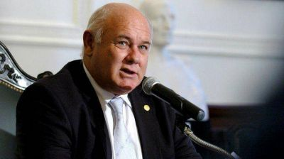 Presentarán un amparo contra la re reelección del rector de la UBA