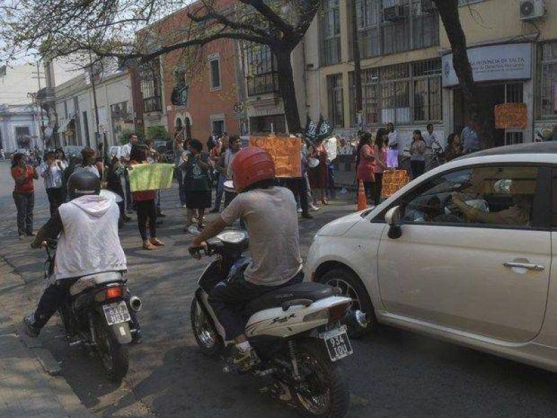 Protesta gremial en el ministerio de María Pace