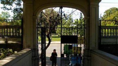 Cayó una rama en un colegio de Caballito: dos maestras heridas
