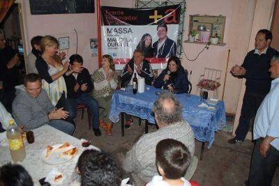 Durrieu conversó con vecinos del Barrio Ferroviario de Villa Adelina