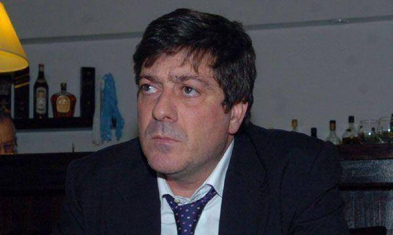 Duras críticas a Mariotto por haber admitido administrar una FM trucha