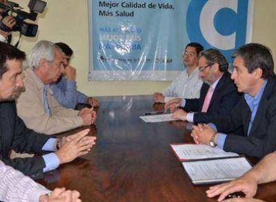 Firman contrato de obra para calle Independencia